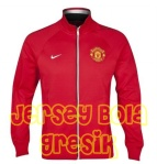 manchester-united-core-trainer-jacket-red